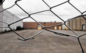 Картинка сетка, ограда, территория