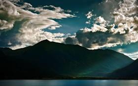 Обои море, вода, облака, лучи, свет, горы, озеро