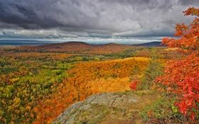 Картинка осень, лес, небо, облака, деревья, горы, скалы