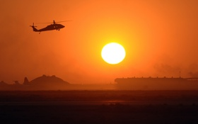 Картинка солнце, закат, вертолет, строения, черный ястреб, black howk