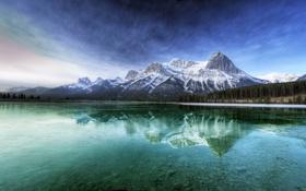 Обои лес, небо, вода, облака, горы, река, Канада