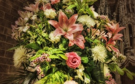 Обои хризантемы, букет, розы, гвоздики