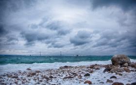 Картинка волны, пляж, тучи, мост, камни, залив