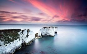 Обои белые, скалы, небо, океан, розовое, море
