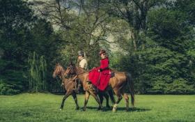 Картинка красное платье, лошади, трава, деревья, леди, сэр