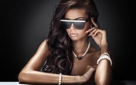 Картинка fashion, style, brunette, dark glasses