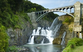 Картинка деревья, мост, река, скалы, водопад, США, каскад