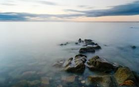 Обои море, облака, камни, рассвет, горизонт, штиль