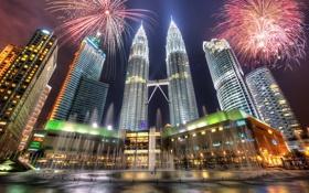 Обои ночь, небоскребы, фонтан, фейерверк, Малайзия, Куала-Лумпур, Башни Петронас
