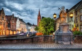 Обои город, дома, статуя, архитектура, монумент