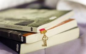 Обои книги, ключ, закладка, ключик