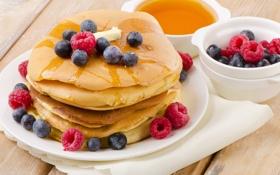 Картинка ягоды, малина, черника, мед, оладьи