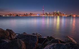 Картинка ночь, город, огни, озеро, отражение, камни, Канада