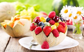 Обои ягоды, ромашки, киви, черника, клубника, тарелка, виноград