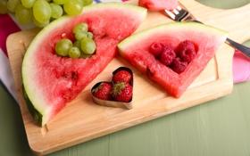 Обои ягоды, малина, сердце, арбуз, клубника, виноград, доска