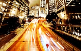 Обои дорога, огни, движение, здания, вечер, шоссе, фонари