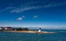 Обои море, облака, побережье, маяк, дома, горизонт