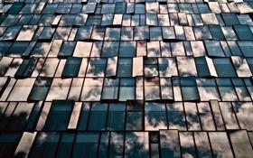 Обои стекло, облака, отражения, город, здание, окна, Япония