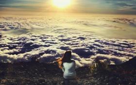 Обои небо, девушка, солнце, облака, одиночество, высота