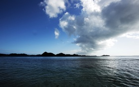 Обои вода, облака, холмы