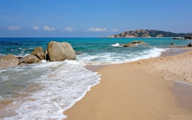 Картинка песок, море, волны, пляж, небо, облака, камни