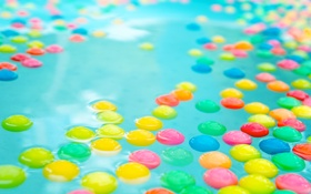 Обои вода, шарики, текстура, бассейн