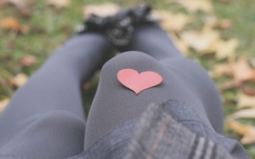 Обои девушка, красное, ноги, настроения, сердце, девочка, колготки