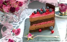 Картинка шоколад, розы, торт, слои, кусок, голубика, клюква