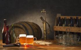 Обои пена, пиво, кран, бутылки, кружки, бочонок