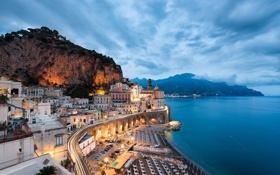 Картинка город, берег, дома, горы, Италия, вечер, море