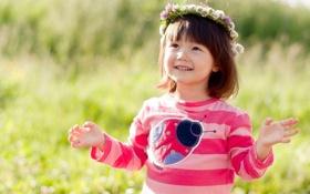 Картинка поле, трава, цветы, природа, улыбка, божья коровка, ребенок