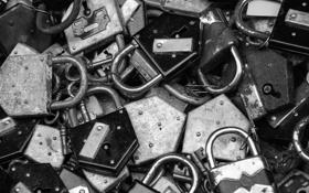 Обои metal, white and black, locks