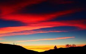 Картинка небо, облака, деревья, холмы, силуэт, зарево