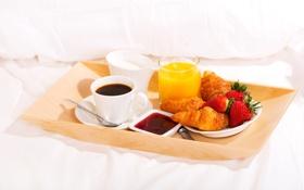 Обои кофе, завтрак, сливки, клубника, сок, постель, cup