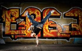 Картинка экспрессия, танец, стена, граффити, девушка, брэйк-дэнс