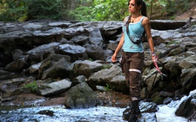 Обои взгляд, девушка, оружие, майка, Tomb Raider, косплей, Lara Croft