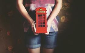 Обои телефонная будка, красная, руки