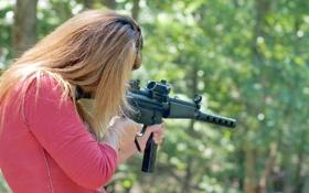 Обои девушка, оружие, размытость, стрельбы, гражданский, 9 мм, полуавтоматический карабин
