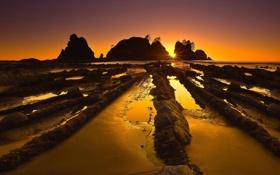 Обои закат, камни, скалы, солнце, Море, лучи