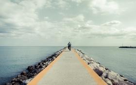 Обои море, велосипед, рыбак, волнорез