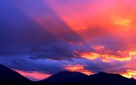 Картинка небо, облака, лучи, закат, горы, цвет, зарево