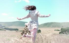Обои пейзаж, небо.облако, лето, поле, девушка, обои, природа