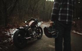Картинка дорога, лес, мотоцикл, шлем, парень