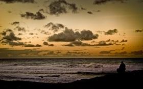Картинка море, облака, океан, человек, горизонт, прибой, задумчиво