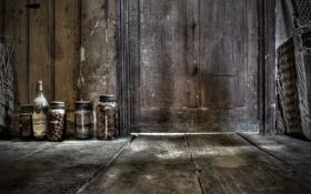 Картинка дверь, пол, банки