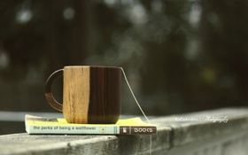 Обои кружка, книга, нитка