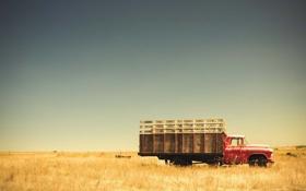 Картинка поле, небо, трава, забор, грузовик, ферма