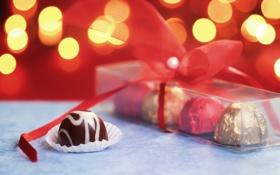 Обои огни, подарок, конфеты, лента, сладкое, боке, коробочка