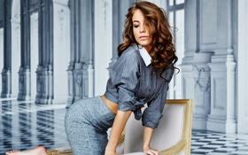 Картинка ножки, кресло, фигура, Beautiful girl, кудри, юбка