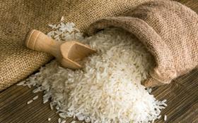 Картинка стол, рис, мешок, лопаточка